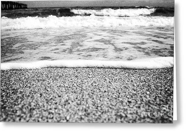 Approaching Wave - Black And White Greeting Card by Hideaki Sakurai