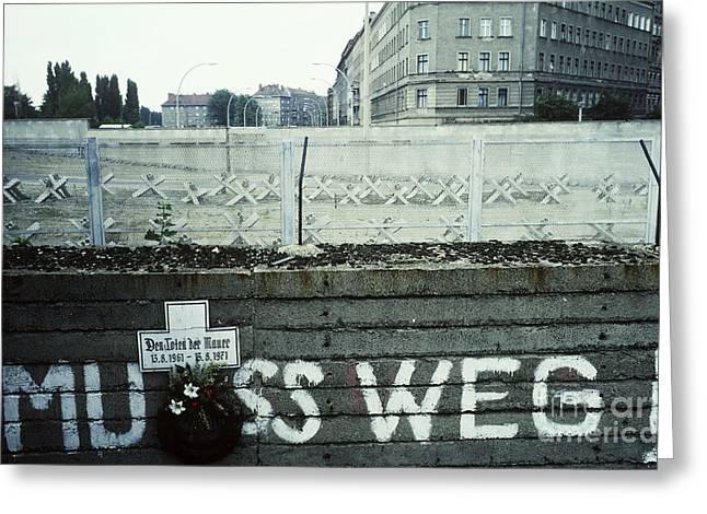 Berlin Wall Greeting Card by Bernard Wolff