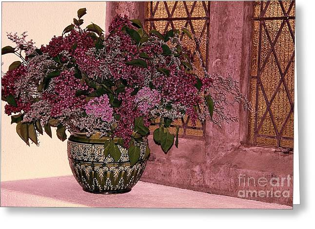 Greeting Card featuring the photograph Mauve Bouquet by Ranjini Kandasamy