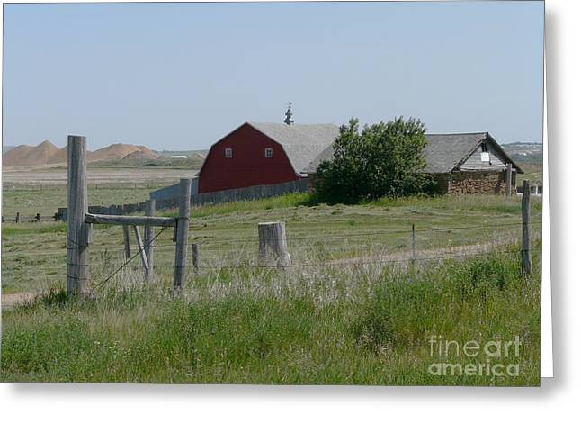 Red Hiproof Barn In Nd Greeting Card by Bobbylee Farrier