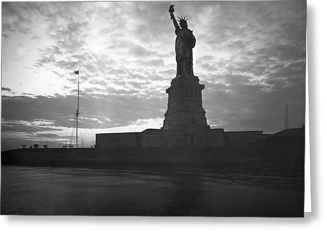 Statue Of Liberty At Sunset Greeting Card by Underwood Archives