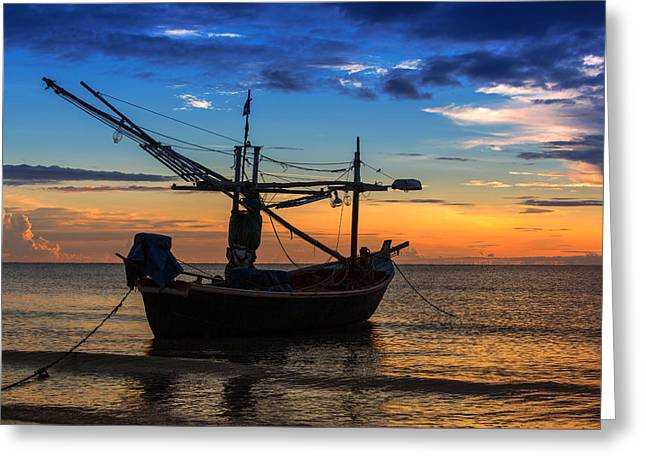 Sunset Fisherman Boat Huahin Thailand Greeting Card by Arthit Somsakul