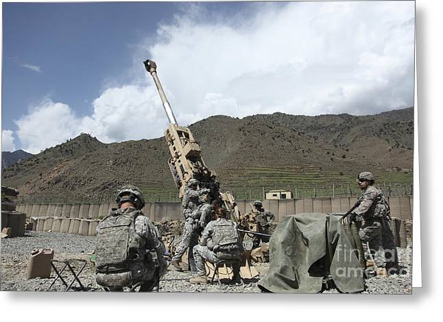 U.s. Soldiers Prepare To Fire Greeting Card by Stocktrek Images