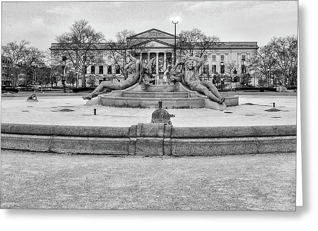 A Dry Swann Fountain And The Franklin Institute In Black And Whi Greeting Card by Bill Cannon