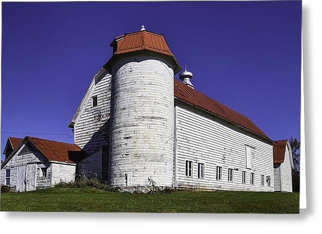 Beautiful Red And White Old Barn Greeting Card by Garry Gay