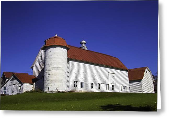 Beautiful Red Roof Barn Greeting Card by Garry Gay