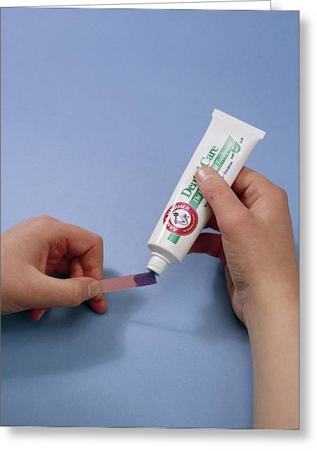 Bicarbonate Of Soda Toothpaste Test Greeting Card by Andrew Lambert Photography
