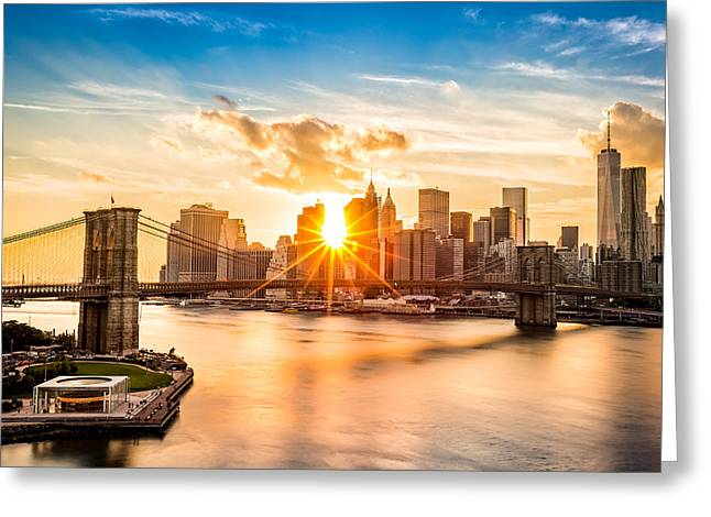 Brooklyn Bridge And The Lower Manhattan Skyline At Sunset Greeting Card
