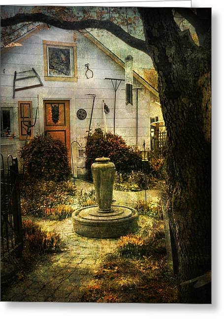 Courtyard And Fountain Greeting Card