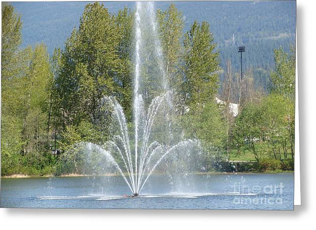 Lafarge Lake Fountain Greeting Card by Rod Jellison