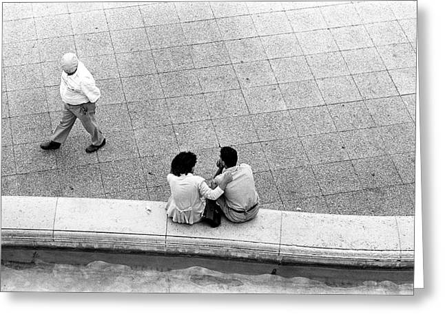 Lovers At Sacre Coeur Greeting Card by Gerry Walden