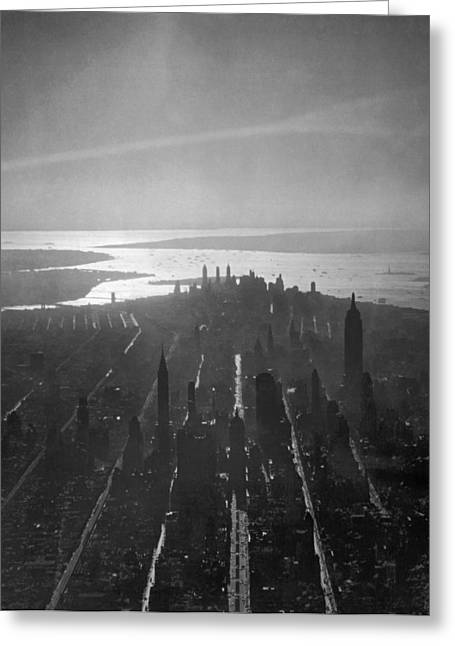 Midtown Manhattan At Dusk Greeting Card by Underwood Archives