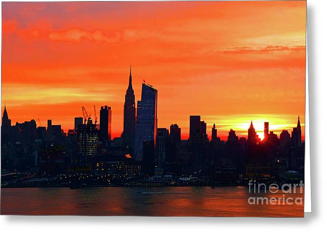 Nyc-here Comes The Sun Greeting Card by Regina Geoghan