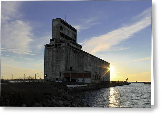 Grained Greeting Cards - Silo Sundance Greeting Card by Peter Chilelli