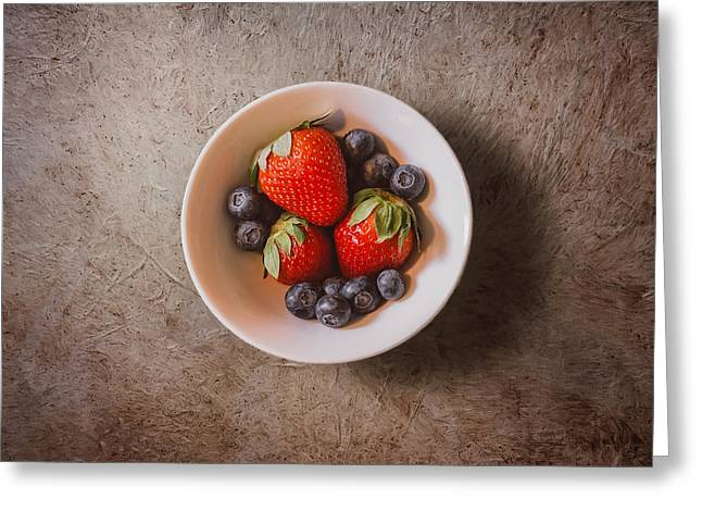 Strawberries And Blueberries Greeting Card by Scott Norris