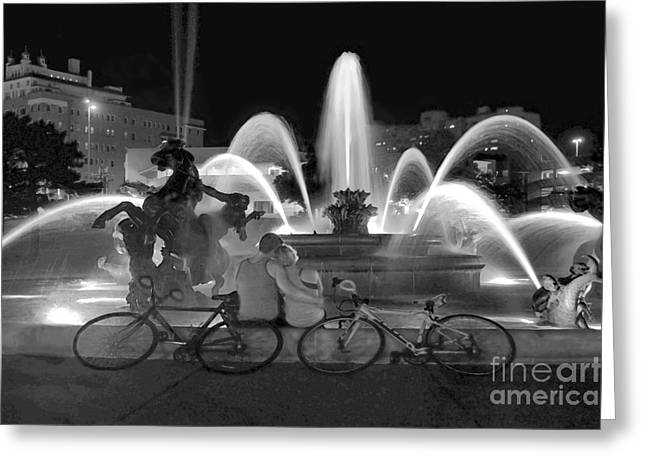 Sweethearts At The J C Nichols Fountain B W Greeting Card by Catherine Sherman