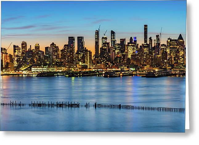 Greeting Card featuring the photograph Uptown Skyline At Sunrise by Francisco Gomez