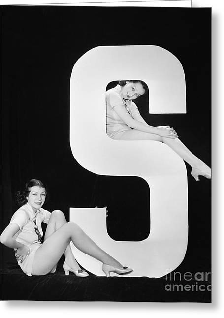 Women Posing With Huge Letter S Greeting Card by Everett Collection