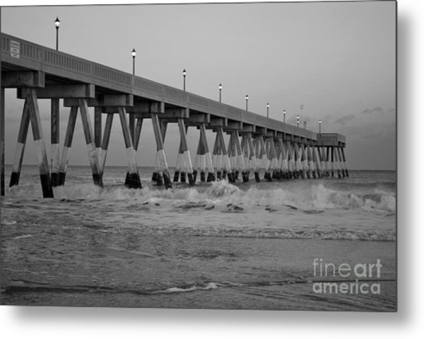 A Black And White Of Johnnie Mercers Pier At Daybreak Metal Print