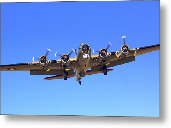 B17 Flying Fortress On Approach At Livermore Klvk Metal Print