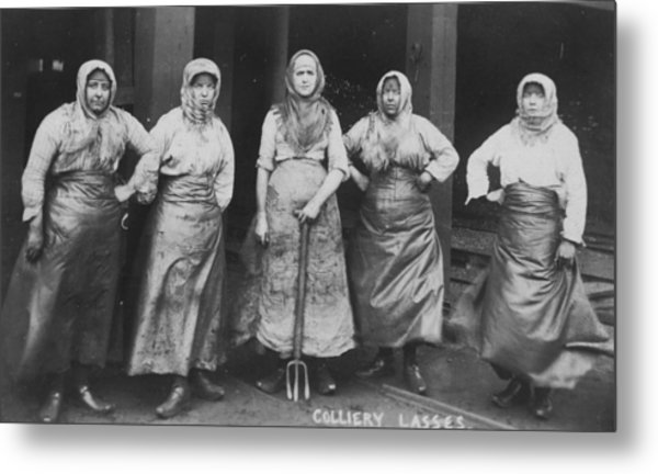 'colliery Lasses' Of Wigan Metal Print by Mary Evans Picture Library