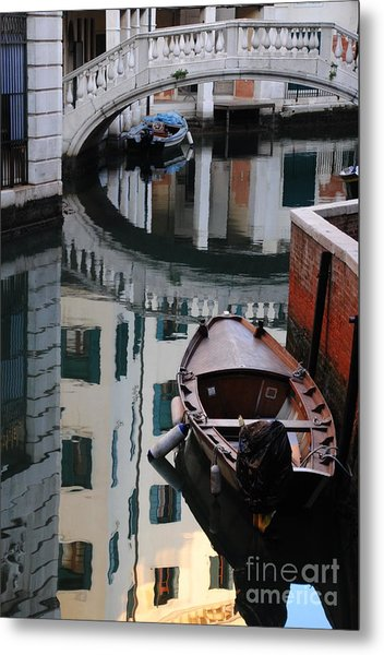 Oval Reflection Metal Print by Jacqueline M Lewis