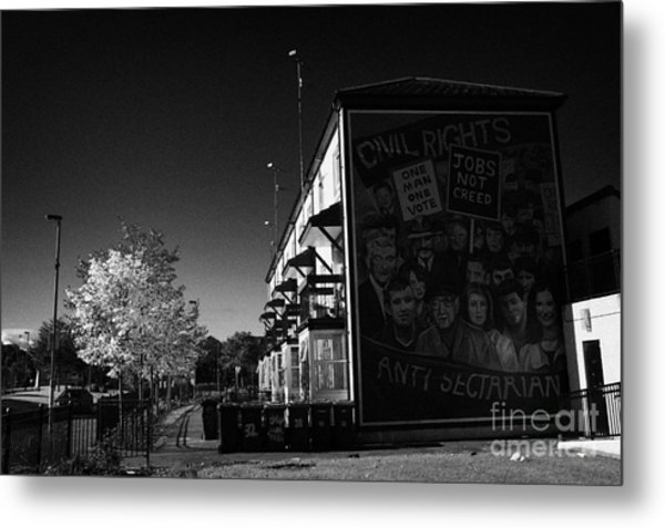 Civil Rights The Beginning Mural As Part Of The Peoples Gallery Murals In Rossville Street Of The Bogside Area Of Derry Londonderry Northern Ireland Metal Print
