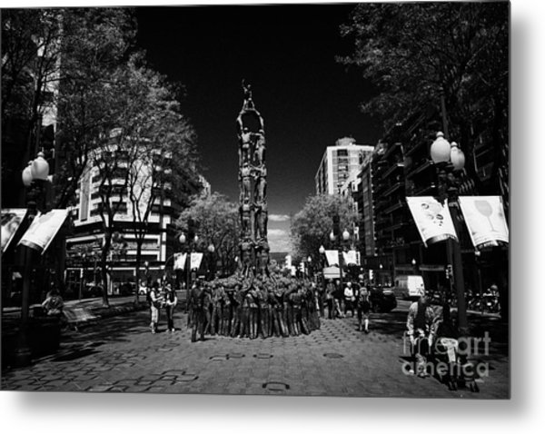 Monument To The Castellers On Rambla Nova Avenue In Central Tarragona Catalonia Spain Metal Print by Joe Fox