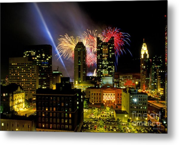 21l334 Red White And Boom Fireworks Display Photo Metal Print