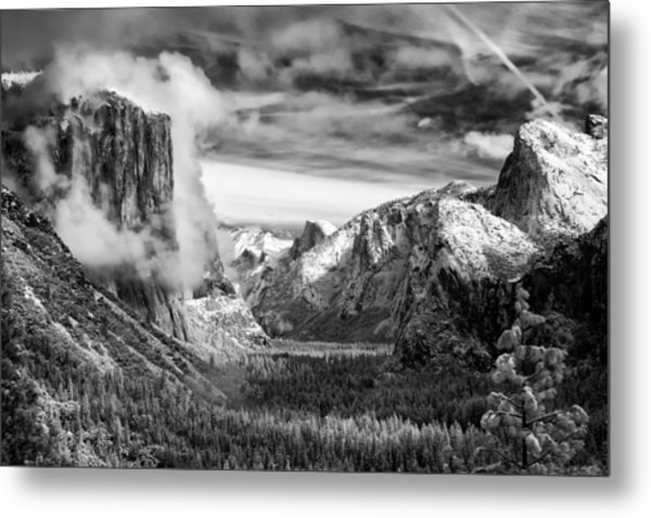Tunnel View In Yosemite Metal Print