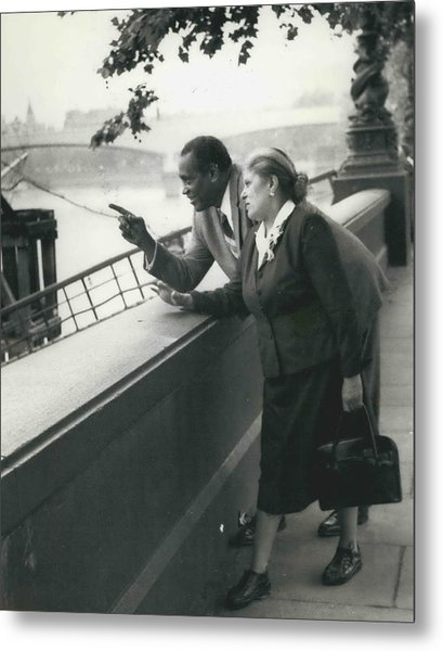 Paul Robeson Goes Sightseeing In London Metal Print by Retro Images Archive