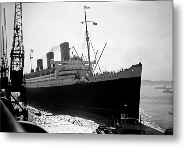 Queen Mary Docking At Southampton In England Metal Print by David Murphy