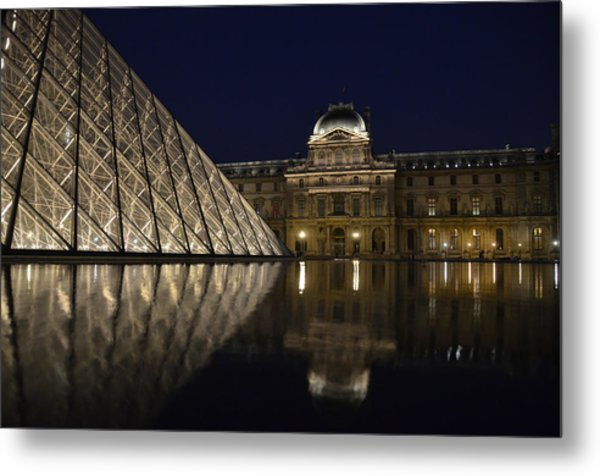 The Louvre Palace And The Pyramid At Night Metal Print