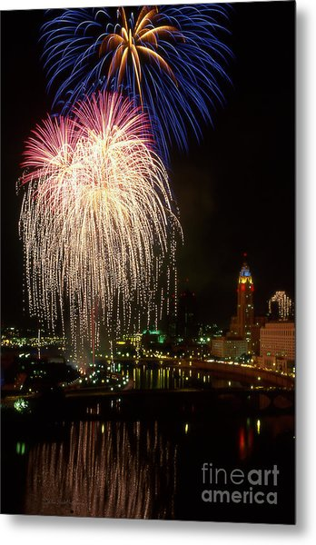 21l106 Red White And Boom Fireworks Photo Metal Print
