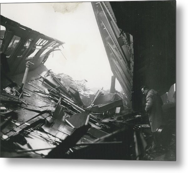 61 Die And 200 Injured In Lewisham Rail Disaster Metal Print by Retro Images Archive