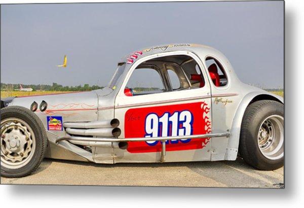 9113 Silver On The Line Metal Print