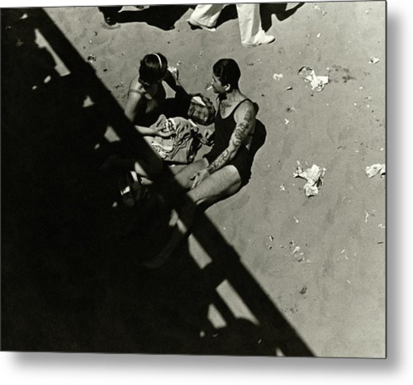 A Couple At Coney Island Metal Print by Lusha Nelson