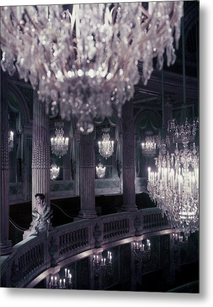 A Model On The Balcony Of The Theatre Metal Print by Henry Clarke