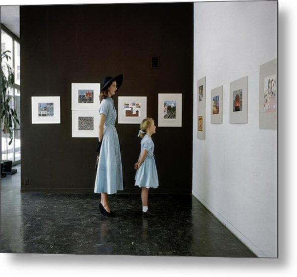 A Mother And Daughter At Moma Metal Print