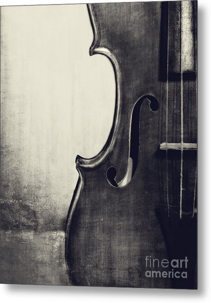 An Old Violin In Black And White Metal Print