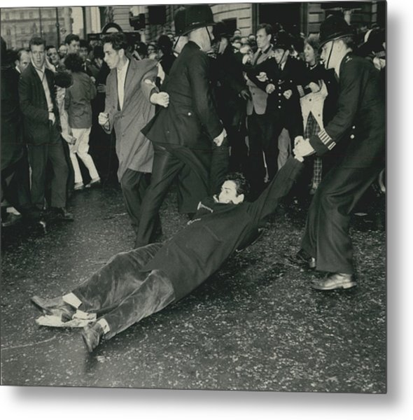 Anti - Bomb Demonstration In Trafalgar Square Goes Metal Print by Retro Images Archive