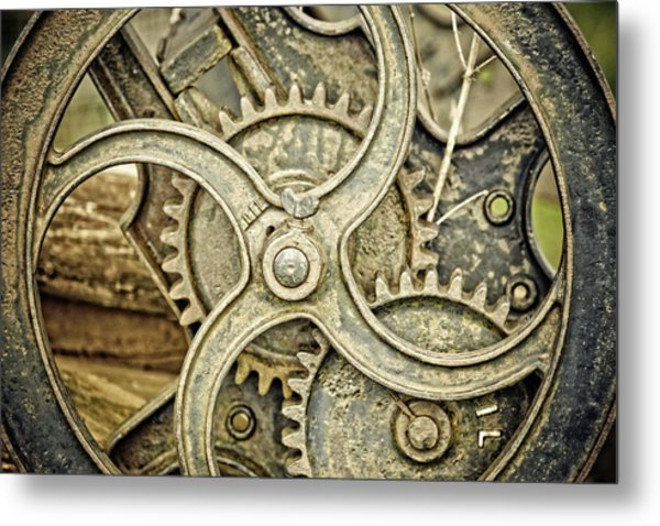 Antique Mangle Wheel Metal Print by Lesley Rigg