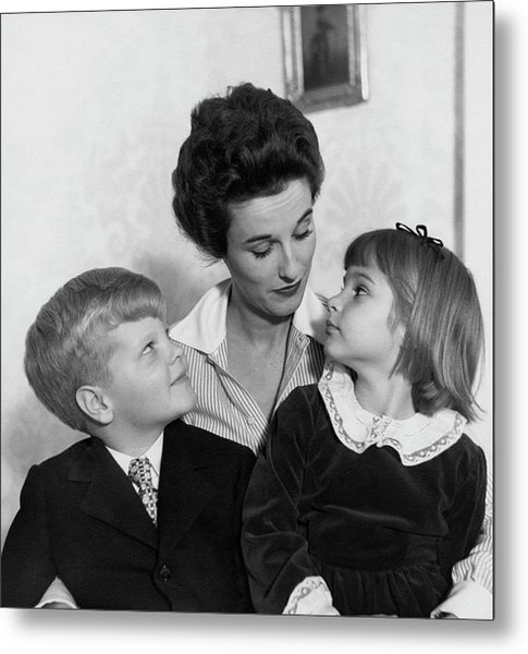 Babe Paley And Her Young Children Metal Print