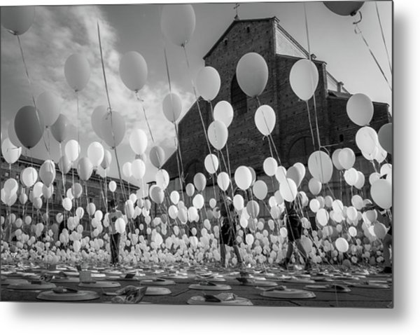 Balloons For Charity Metal Print by Giorgio Lulli