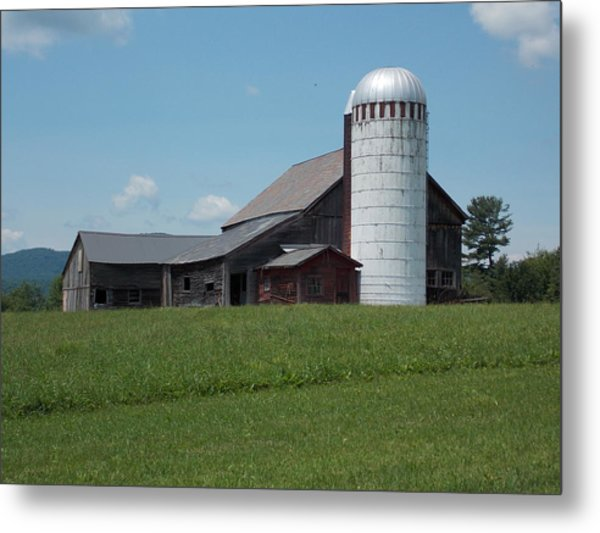 Barn And Silo In Vermont Metal Print