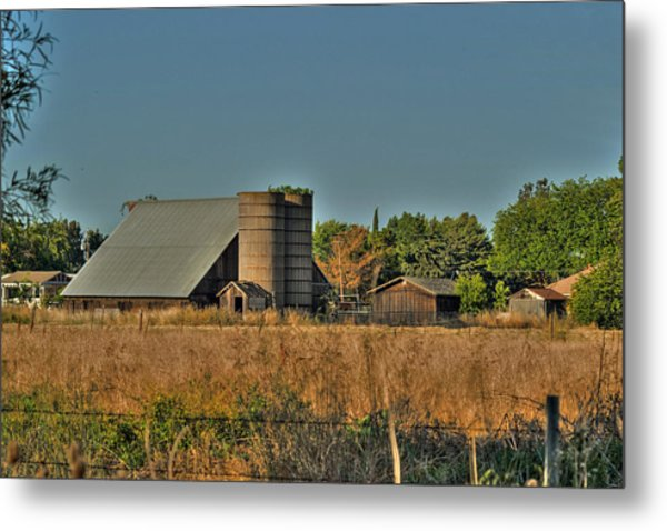 Barn On Interstate 5 Metal Print