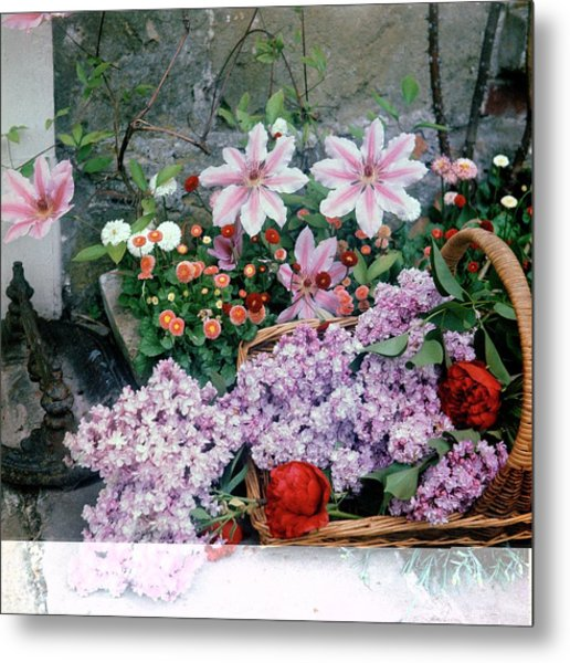 Basket Of Flowers At Reddish House Metal Print