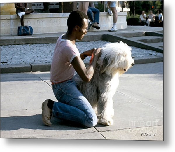 Best Friends On Dupont Circle Metal Print by Walter Neal