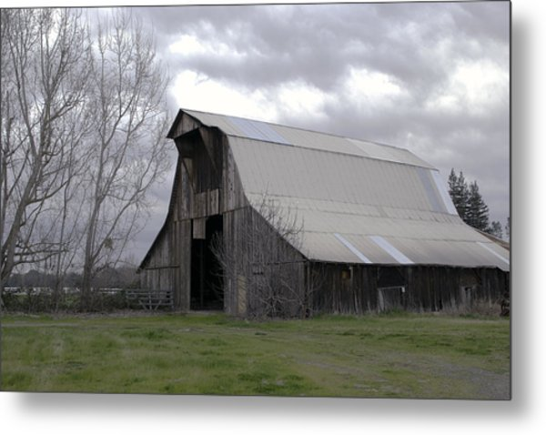 Metal Print featuring the photograph Big Gray Barn In Marysville1 by William Havle