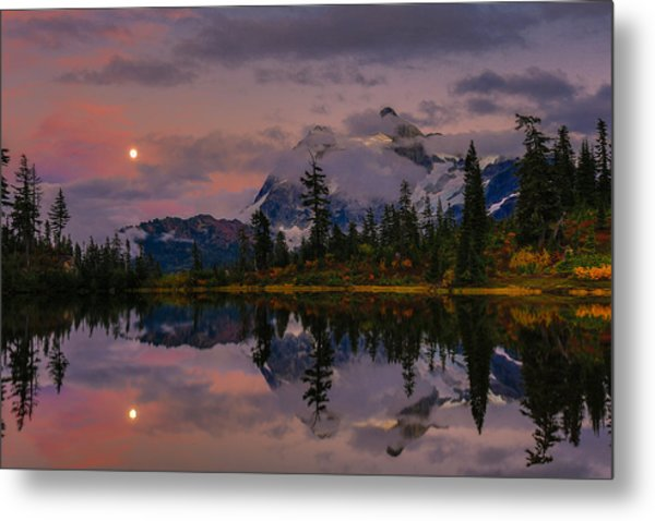 Bloodmoon Rise Over Picture Lake Metal Print